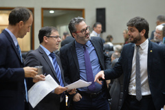 A partir da esquerda: Marcelo Sgarbossa (PT), Hamilton Sossmeier (PSC), Roberto Robaina (PSOL) e Felipe Camozzato (Novo)