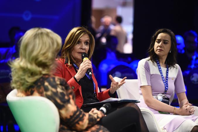 Presidente Mônica Leal participa do debate Políticas Públicas de Saúde Ocular no XV Congresso Sul-Brasileiro de Oftalmologia.