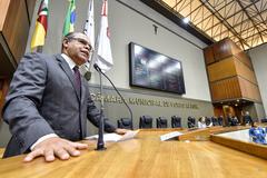 Terres, na tribuna do Plenário Otávio Rocha, lembrou que data-base da categoria é em maio