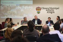 Carús (ao microfone) disse que Cosmam defenderá critérios uniformes para concessão do auxílio-moradia