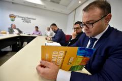 Comissão debate o cumprimento da Lei Geral dos Táxis em Porto Alegre.