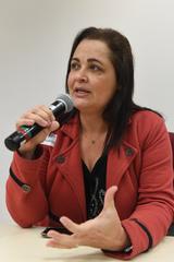 Suspensão dos vales assistenciais a estudantes com necessidades especiais. Na foto, professora da escola Villa Lobos, Cátia Ribas.