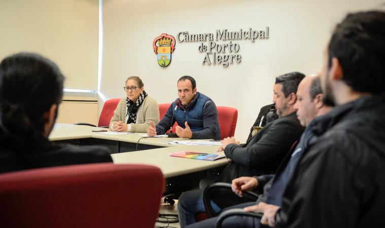 Comissão debate o acolhimento da população LGBTI dentro das políticas públicas. Ao microfone, o vereador Moisés Barboza.