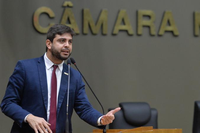 Movimentação de plenário. na foto, vereador Felipe Camozzato.