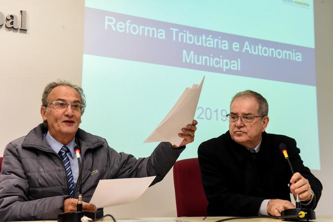 Comissão discute a Reforma Tributária. Na foto, os vereadores Airto Ferronato e Idenir Cecchim.