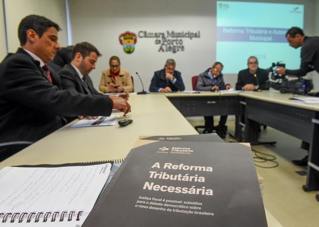 Comissão discute a Reforma Tributária.