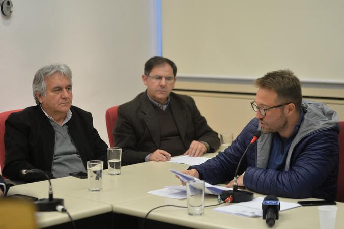 Apresentação e votação do relatório final da Comissão Especial de Revisão Legislativa. Ao microfone, vereador Mendes Ribeiro.