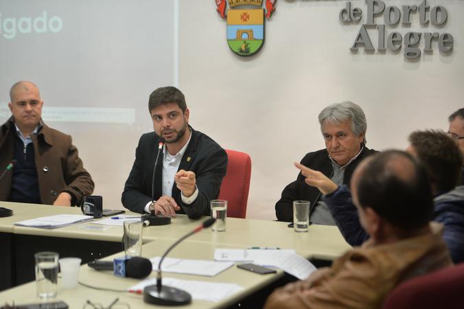 Apresentação e votação do relatório final da Comissão Especial de Revisão Legislativa.