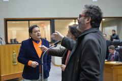 Vereadores Wambert (e), Aldacir Oliboni e Robaina (d) no Plenário Otávio Rocha