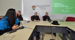 Comissão debate novos rumos para a Carris. Ao microfone, a Presidente da Carris, Helen Machado. Ao lado, os vereadores Mauro Pinheiro, João Carlos Nedel e Airto Ferronato.