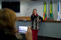 Comissão debate alagamentos no Bairro Cavalhada. Na foto, ao microfone, a Sra. Elisamar Rodrigues, representando a comunidade.