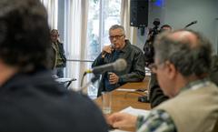 Comissão debate alagamentos no Bairro Cavalhada. Na foto, ao microfone, o Sr. Thiago Padilha, representando a Comunidade.