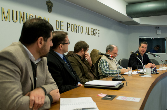 Comissão discute o Processo licitatório da CARRIS. Ao microfone, o vereador Valter Nagelstein.