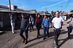 """Vereadores visitam casa de passagem conhecida como """"Carandiru"""", situada no bairro Navegantes. Na foto, vereadores Roberto Robaina, Karen Santos e Marcelo Sgarbossa."""
