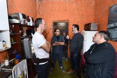 "Vereadores visitam casa de passagem conhecida como ""Carandiru"", situada no bairro Navegantes. Na foto, vereadores Roberto Robaina e Marcelo Sgarbossa e moradores da localidade"