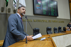 Movimentação de plenário. Na foto, vereador Cláudio Conceição.
