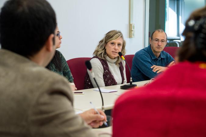Comissão debate o crescimento dos índices de HIV. Ao microfone, Adriane Letícia, representando a SMS.