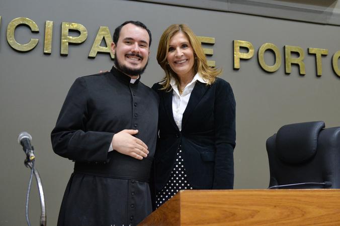 Divulgação e convite para a 34ª Festa de São Cristóvão. Na foto, padre Filipe Maciel Pereira e presidente da Câmara Mônica Leal.