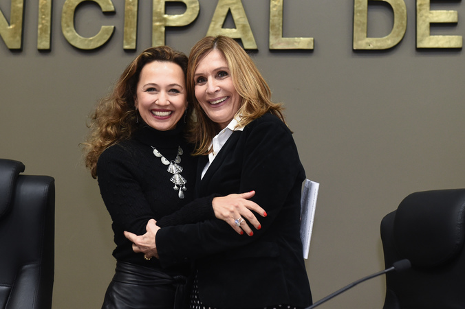 Período de Comunicações em homenagem aos 15 anos da Revista Voto. Na foto, presidente Mônica Leal (dir.) e a diretora executiva do Grupo Voto, Karim Miskulin