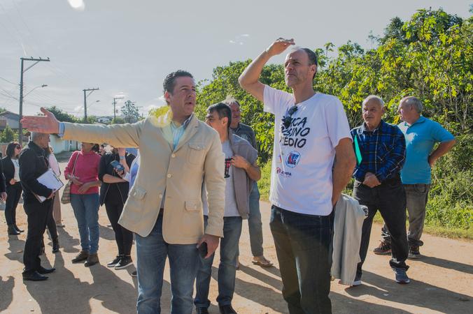 Comissão visita a Visita a comunidade Campo Novo. Na foto, os vereadores Valter Nagelstein e Marcelo Sgarbossa.