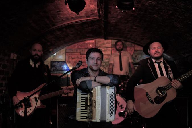 Banda The Beatles no Acordeon.