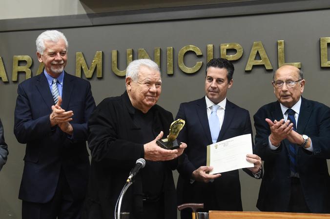 Sessão Solene de outorga do Troféu Câmara Municipal de Porto Alegre ao Arquiteto e Urbanista Jaime Lerner.