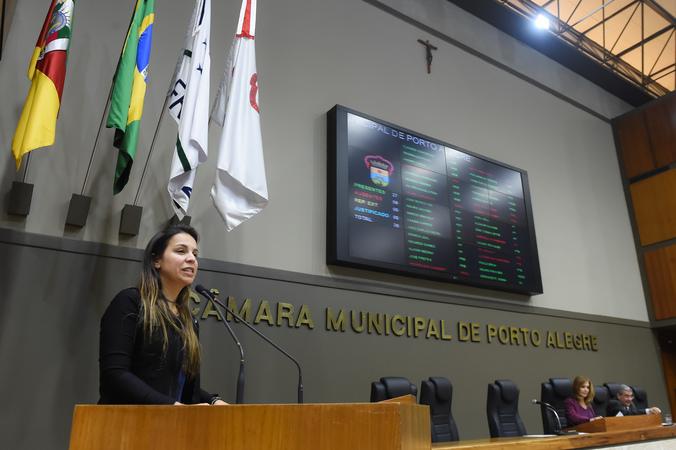 Posso da vereadora Fernanda Machado.