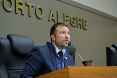 Movimenetação de plenário. Na foto, vereador Mendes Ribeiro.
