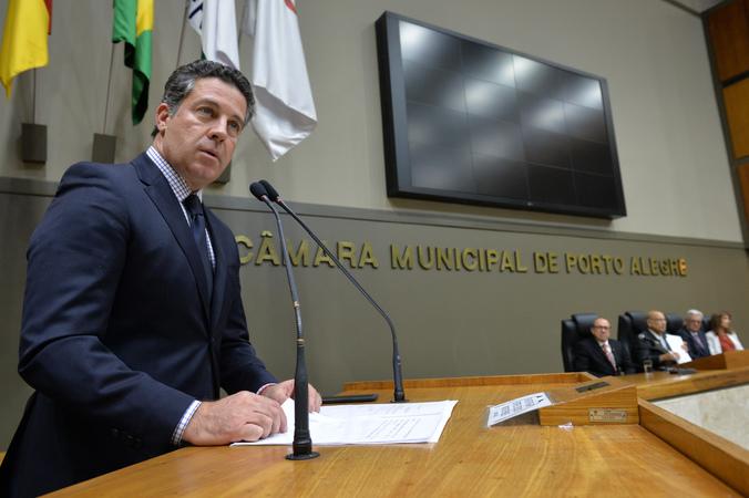 Sessão Solene de outorga do Título de Cidadão de Porto Alegre ao Senhor Jefferson Luis Braga da Silva. Na foto, vereador Valter Nagelstein.