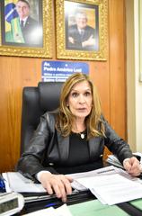 Presidente da Câmara Mônica Leal concede entrevista.