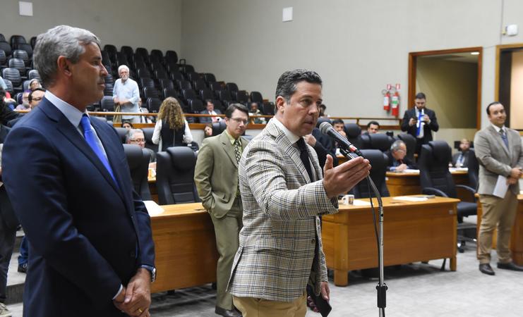 Movimentação de plenário. Na foto: vereadores Valter Nagelstein.