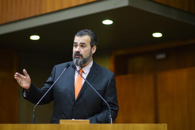 Movimentação de plenário. Na foto: vereador Cláudio Janta.