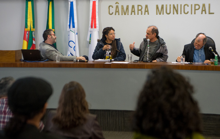 Comissão debate a desobstrução e limpeza das bacias fluviais no Loteamento Moradas do Sul, no bairro Hípica. Na foto, os vereadores: Roberto Robaina, Karen Santos, Paulinho Motorista e Dr. Goulart.