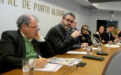 Comissões debatem a ação de reintegração de posse da Comunidade Mato Sampaio, localizada no Bairro Bom Jesus, e ouvem esclarecimentos acerca das contrapartidas feitas pelos empreendedores que já executaram o projeto no local. Na foto, com a fala, o vereador Roberto Robaina.