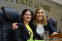 Liziane Eberle (e) e vereadora Mônica Leal (PP)