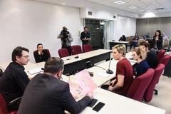 Reunião conjunta Cece e Cosmam para debater proposta de campanha de divulgação científica e ambiental nos ônibus.