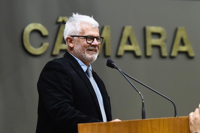Sessão Solene de outorga do Título de Cidadão de Porto Alegre a Ubiratan David Sanches Fernandes. Na foto, o homenageado