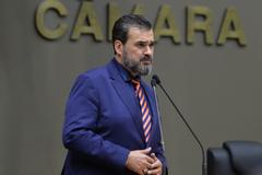 Movimentação de plenário. Na foto, vereador Cláudio Janta.