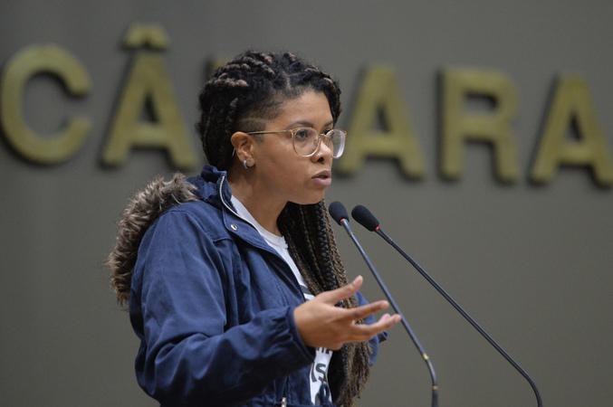 Movimentação de plenário. Na foto, vereadora Karen Santos.