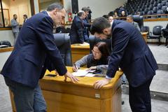 Movimentação de plenário. Na foto, vereadores Marcelo Sgarbossa e Cláudia Araújo.