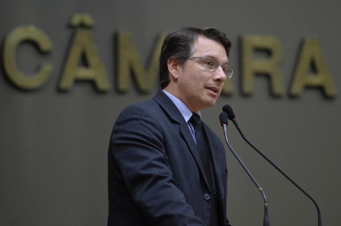 Movimentação de plenário. Na foto, vereador Prof. Alex Fraga.
