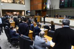 Vereadores em Plenário na sessão desta quarta-feira