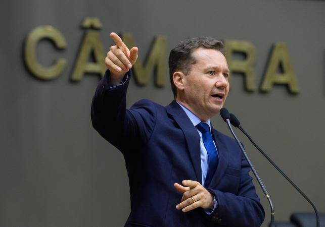 Movimentação de plenário. Na foto: vereador Mauro Zacher.