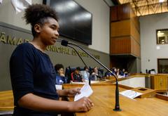 Estudantes buscam apoio para manter meio passe escolar.