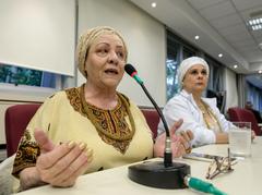 Comissão discute PPP de Culto de Matrizes Africanas APOAXÉ. Na foto, com a fala, Mãe Ieza de Oxum.
