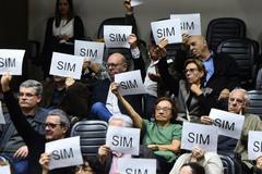 Proprietários de imóveis acompanharam votação nas galerias