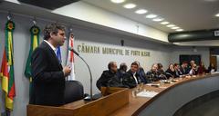 Arquiteto Maurício Santos (ao microfone) explicou projeto aos vereadores