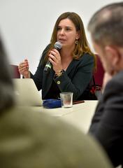 Comissão Especial dialoga com PGM sobre o levantamento dos Prédios Abandonados em Porto Alegre. Na foto, com a fala, a Procuradora Eleonora Serralta.
