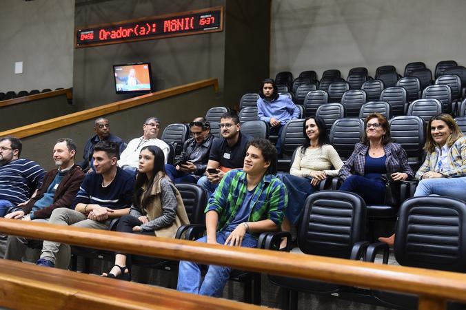 Período de Comunicações em homenagem ao jornalista Lauro José de Quadros, com a outorga da Comenda Porto do Sol.