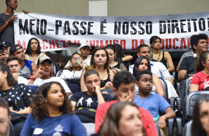 Com a entidade Umespa ( União Metropolitana dos Estudantes Secundários de Porto Alegre). Debate sobre o projeto que retira o meio-passe para todos os estudantes.